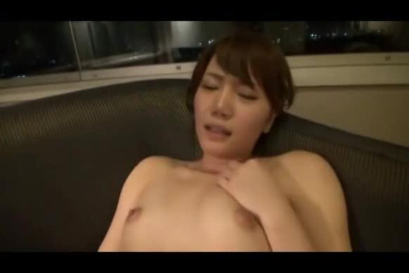 緊張気味のOLがAV初出演!高層ホテルでドキドキエッチ!【素人無料動画...