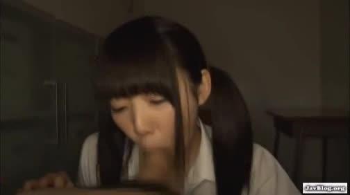 【錦戸まり】ノーハンドバキュームでガンガンちんこに吸い付くロリ姉さん。-